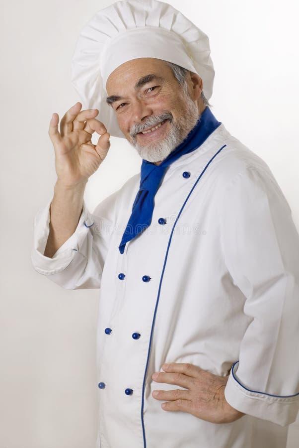 Glücklicher attraktiver Koch lizenzfreies stockbild