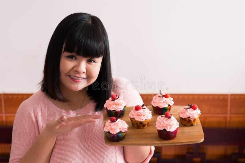 Glücklicher Bäcker lizenzfreie stockfotografie