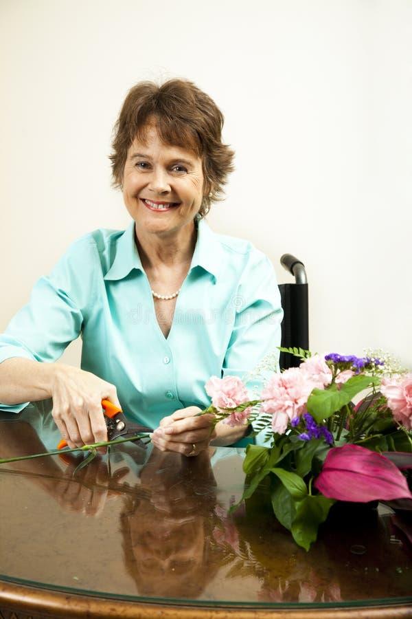 Glücklicher Blumenhändler lizenzfreie stockbilder