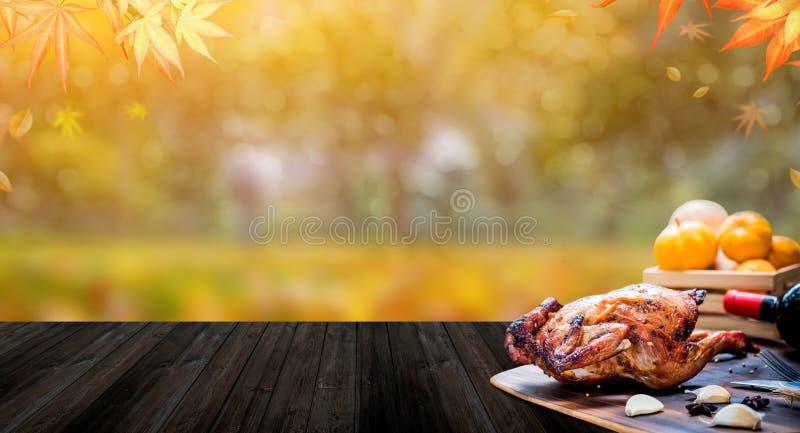 Glücklicher Danksagungs-Tag Gebratenes Huhn und Truthahn für Partei im Herbst lizenzfreies stockfoto