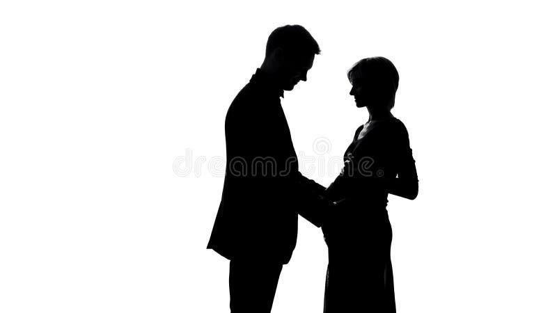 Glücklicher Ehemann, der schwangeren Fraubauch, Erwartung des verheirateten Paars, Familie berührt lizenzfreie stockfotos