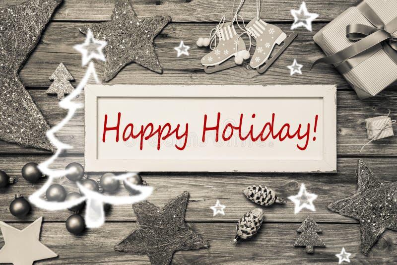 Glücklicher Feiertag - Shabby-Chic-Stil-Weihnachtskarte im Grau, Rot stockfotos