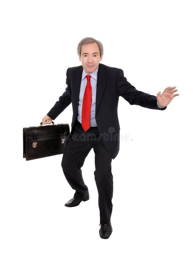 Glücklicher Geschäftsmann, der einen Aktenkoffer trägt lizenzfreie stockbilder