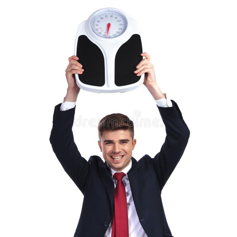 Glücklicher Geschäftsmann folgt mit verlierendem Gewicht stockfotos