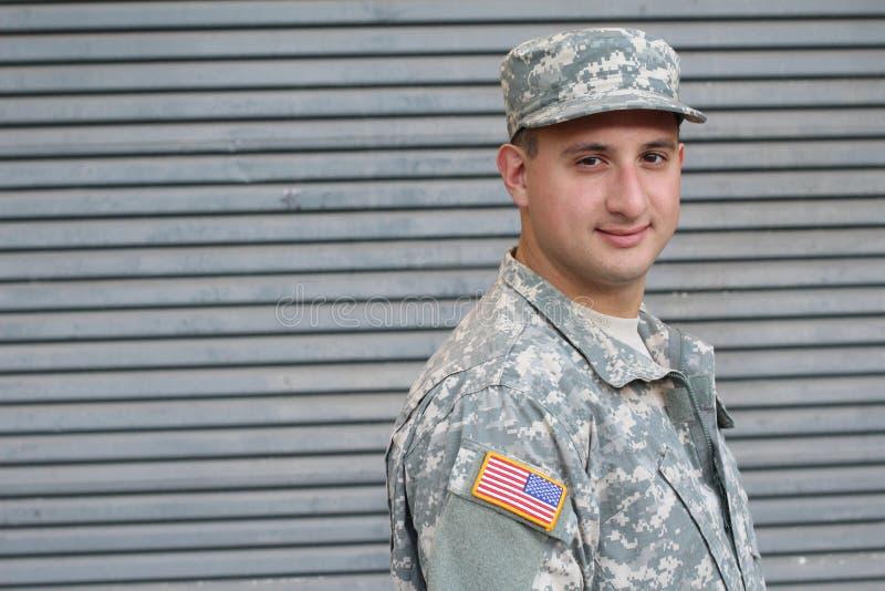 Glücklicher gesunder ethnischer Armeemannessoldat stockbild