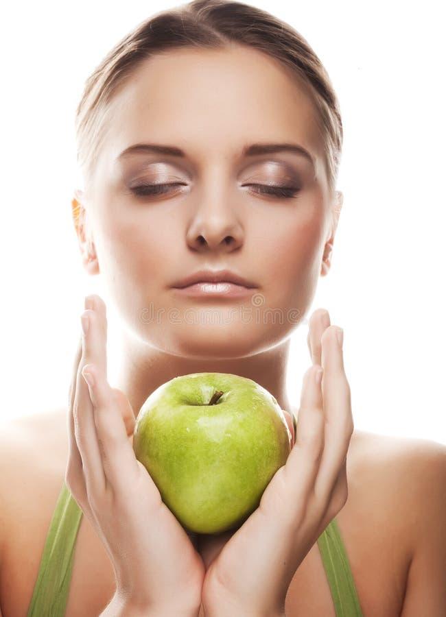 Glücklicher gesunder Frauenholdingapfel stockbild