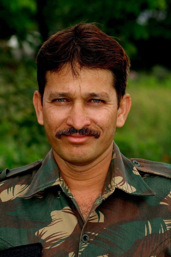 Glücklicher indischer Soldat lizenzfreie stockbilder