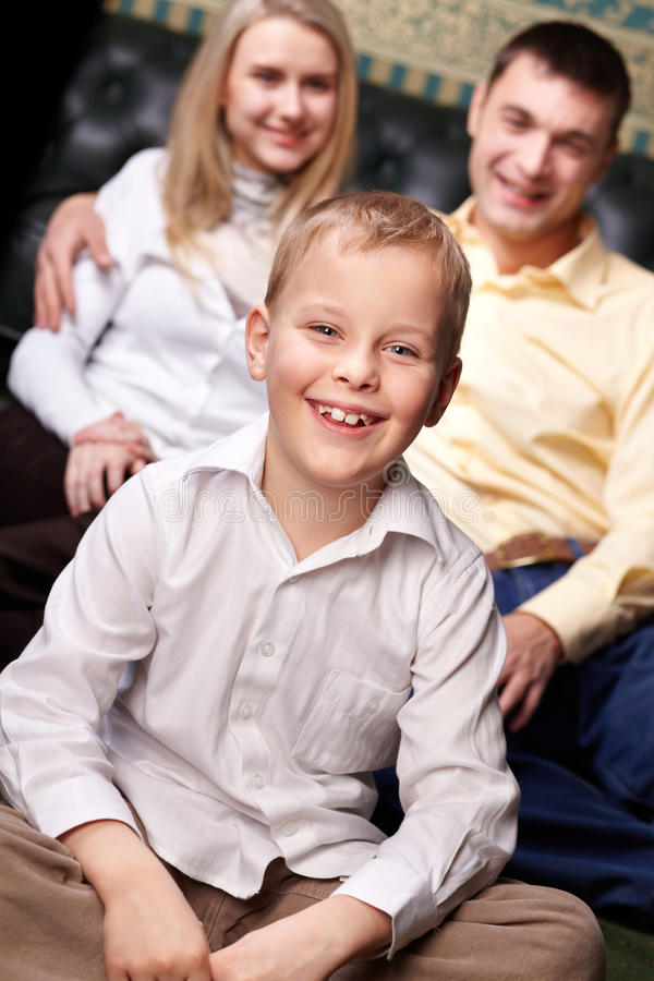 Glücklicher junger Mann lizenzfreie stockfotos