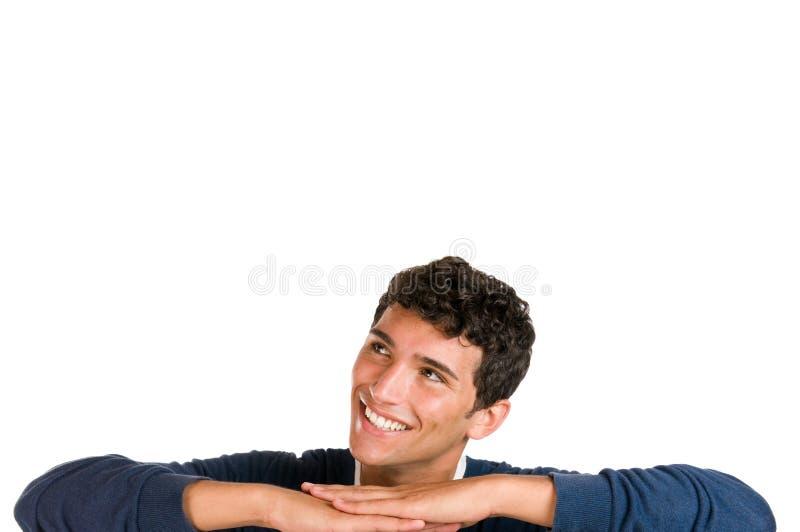 Glücklicher junger Mann, der oben schaut lizenzfreie stockbilder