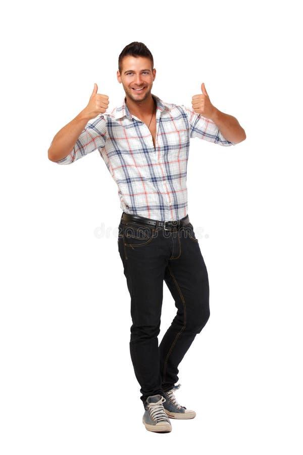 Glücklicher junger Mann mit den Daumen oben stockfoto