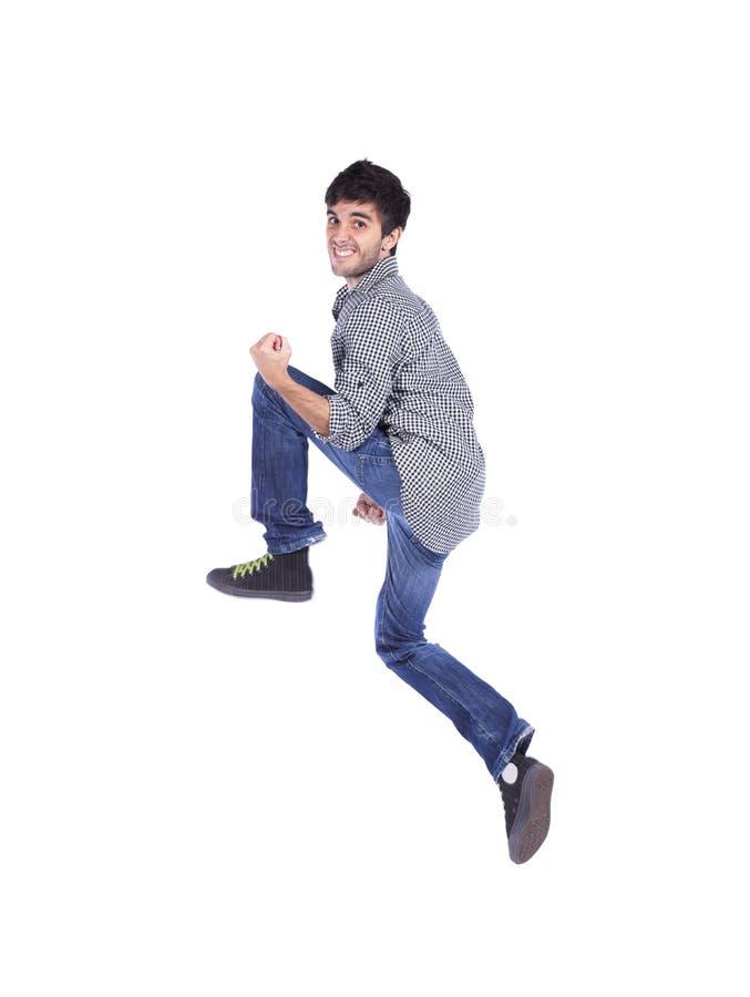 Glücklicher junger Mann springen lizenzfreie stockfotos