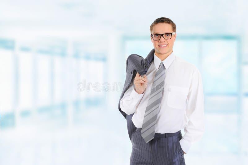 Glücklicher lächelnder Geschäftsmann stockbild