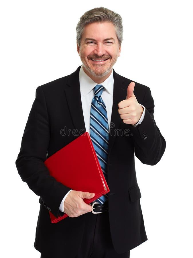 Glücklicher lächelnder Geschäftsmann mit rotem Ordner lizenzfreie stockfotografie