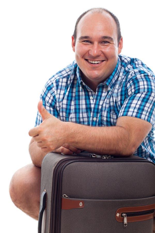 Glücklicher Laufstückmann mit Gepäck stockbild