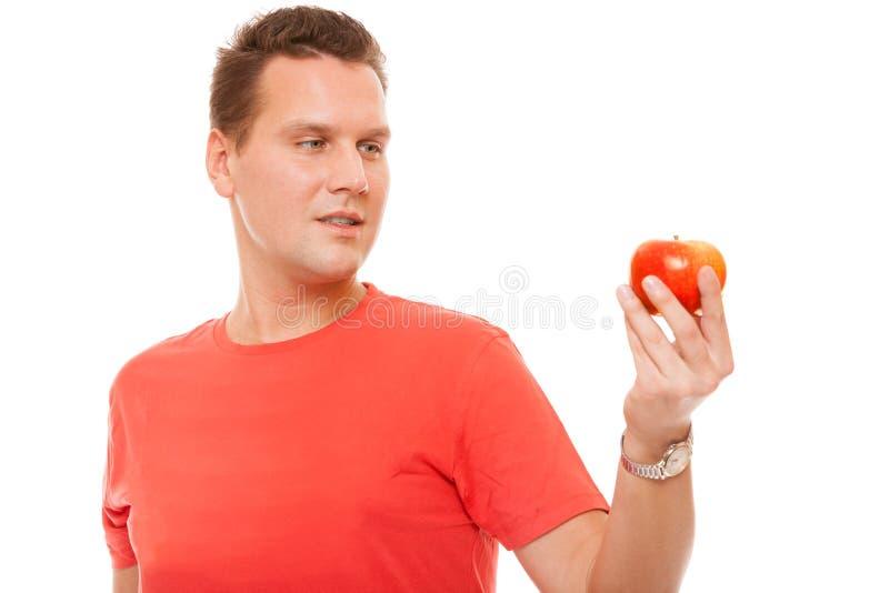 Glücklicher Mann im roten Hemd, das Apfel hält Gesunde Nahrung des Diätgesundheitswesens lizenzfreie stockfotografie