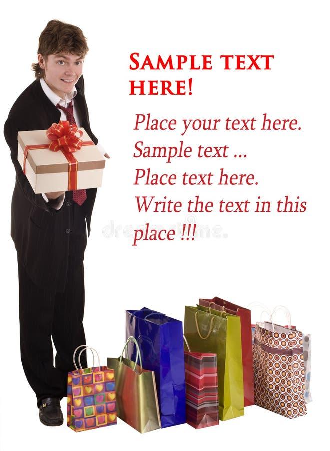 Glücklicher Mann mit Geschenkkasten. Einkaufen. stockbild