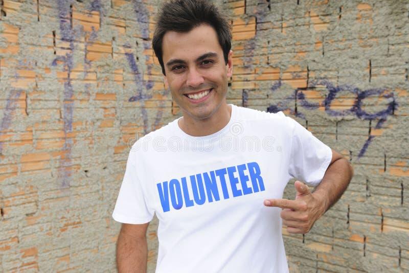 Glücklicher Mannesfreiwilliger stockfotografie