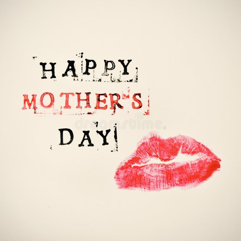Glücklicher Muttertag des Kusses und des Textes lizenzfreie stockbilder