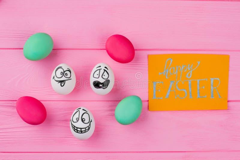 Glücklicher Ostern-Hintergrund mit verschiedenen Eiern stockbild