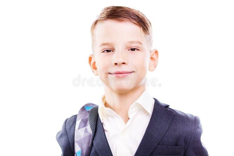 Glücklicher Schüler mit dem Rucksack lokalisiert auf Weiß stockfotos