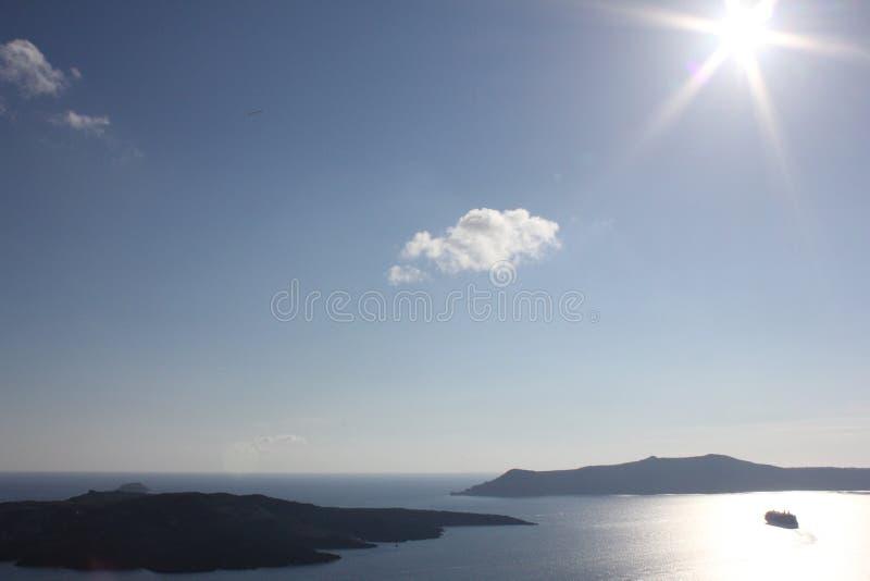 Glücklicher Sonnenschein Santorini stockfotos