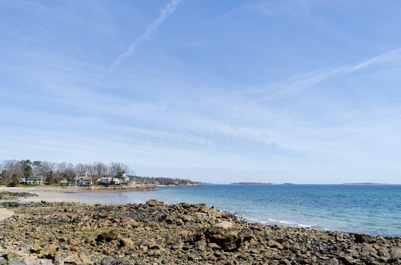 Glücklicher sonniger Tag am Strand lizenzfreies stockbild