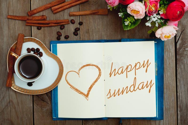 Glücklicher Sonntag mit einem Tasse Kaffee stockfoto