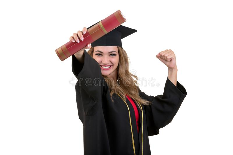 Glücklicher Student im Aufbaustudium, der ein Diplom lokalisiert auf weißem Hintergrund hält lizenzfreies stockfoto