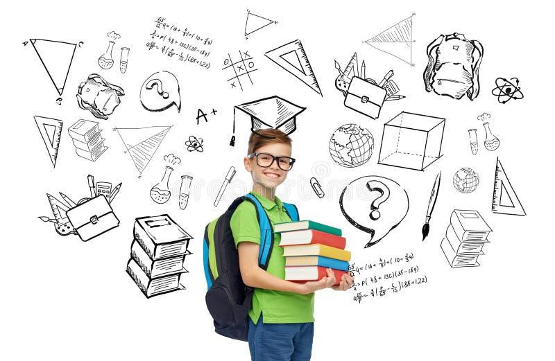 Glücklicher Studentenjunge mit Schultasche und Büchern stock abbildung