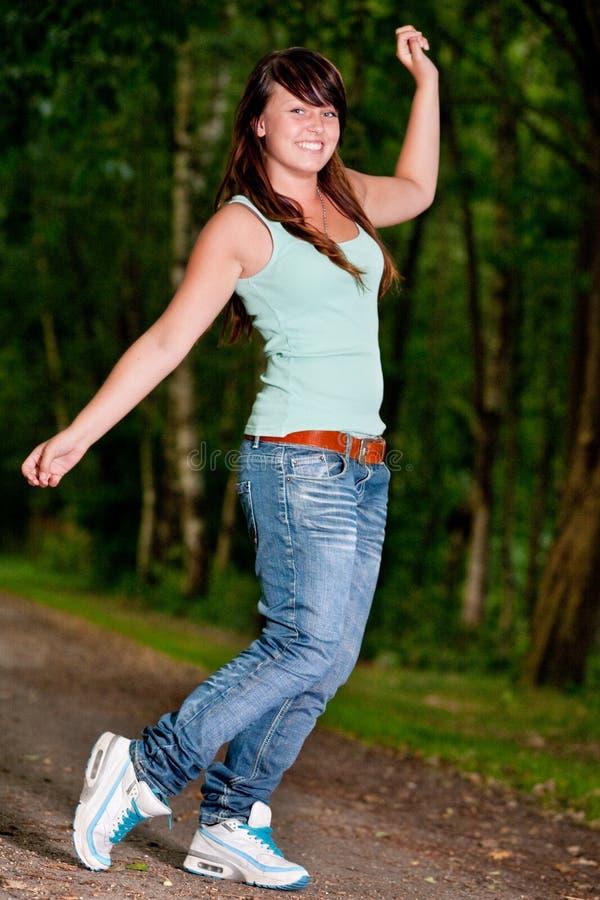 Glücklicher Tanzenjugendlicher stockbilder