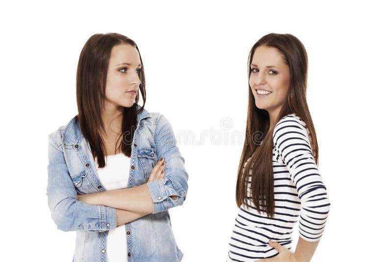 Glücklicher und umgekippter Jugendlicher stockbild