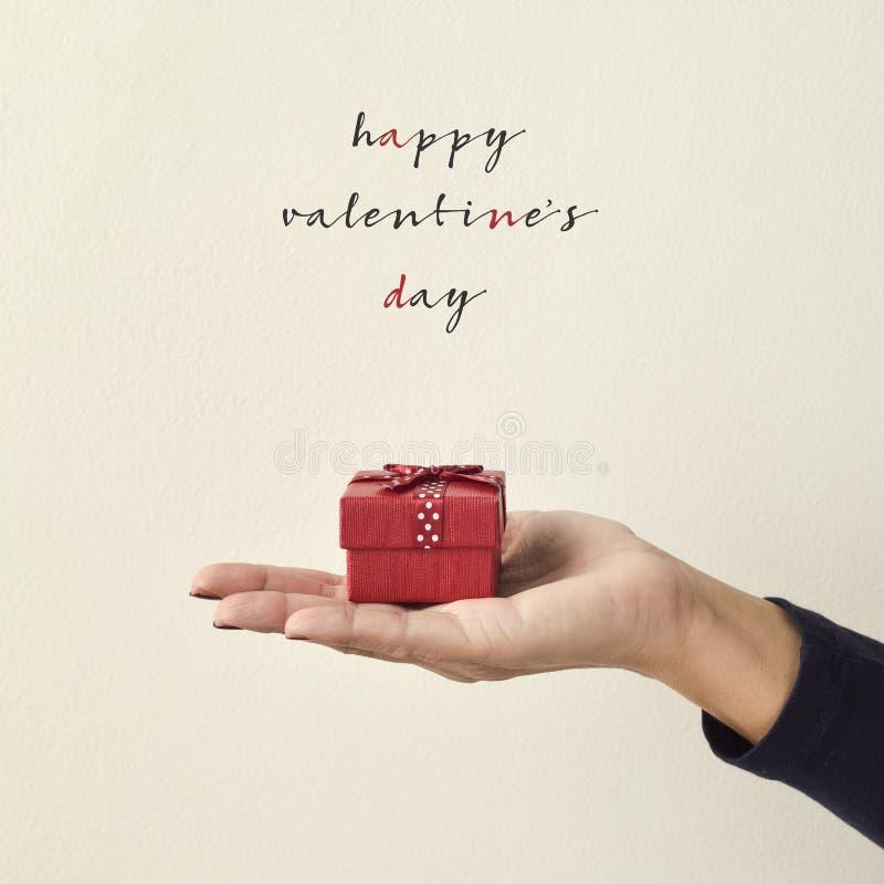 Glücklicher Valentinsgrußtag des Geschenks und des Textes lizenzfreies stockfoto