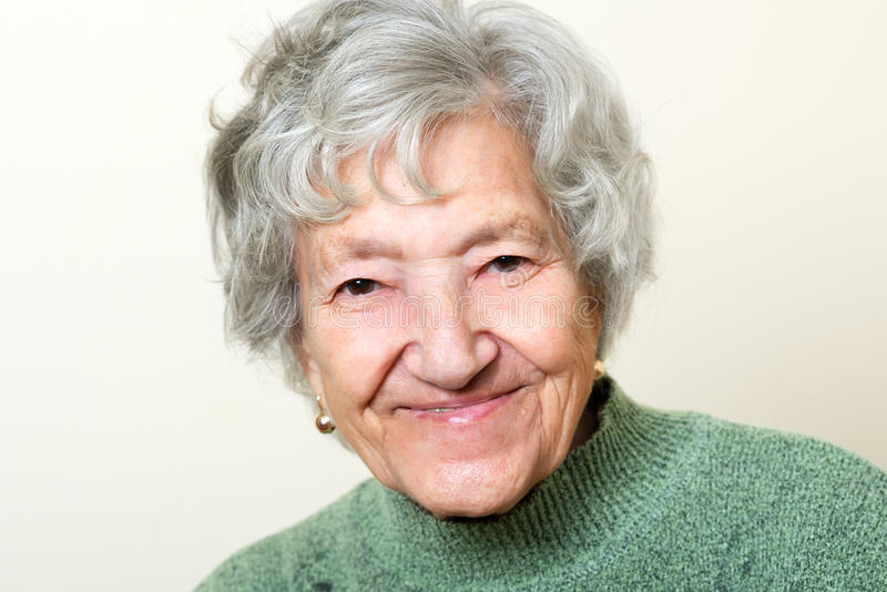 Glückliches älteres Damenporträt lizenzfreies stockbild