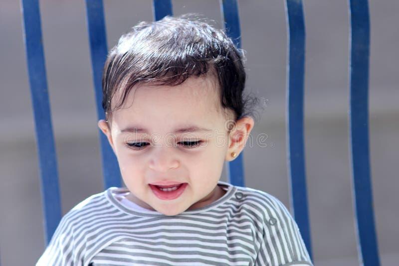 Glückliches arabisches moslemisches Baby lizenzfreies stockfoto