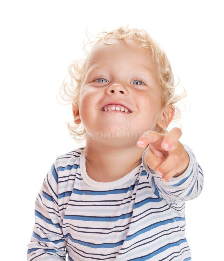 Glückliches Baby zeigt seinen Finger vorwärts stockfoto