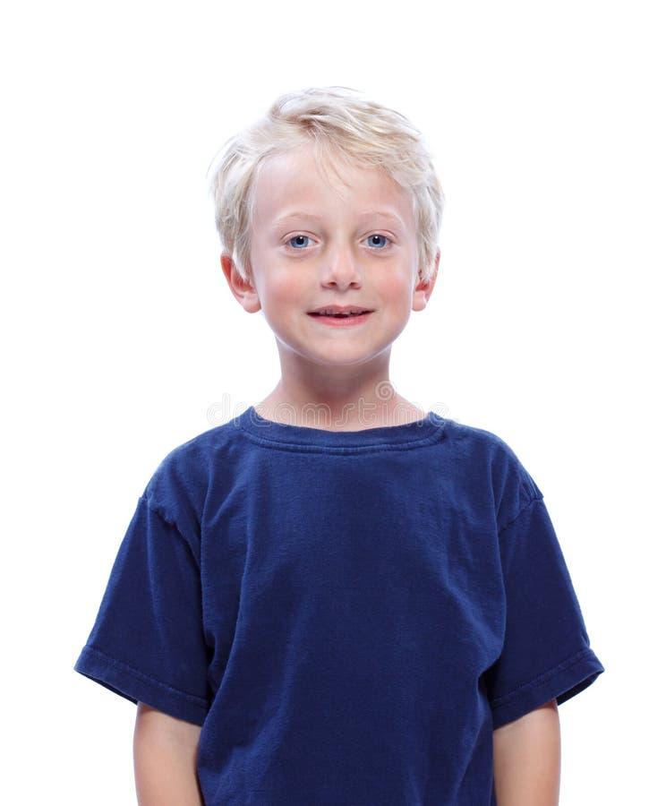 Glückliches blondes Jungen-Lächeln stockbild