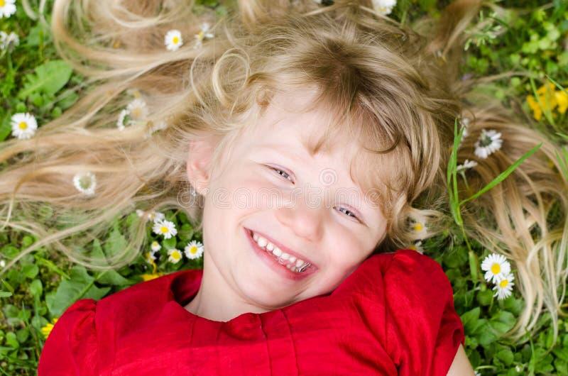 Glückliches blondes Mädchen stockbild