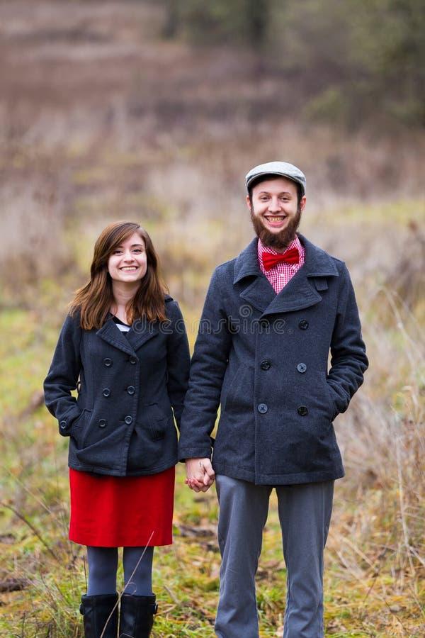 Glückliches engagiertes Paar-Porträt lizenzfreie stockfotografie