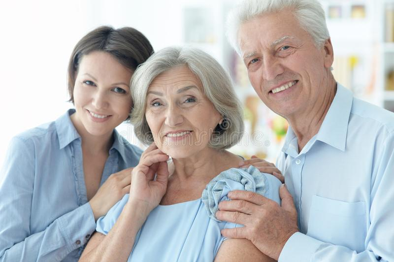 Glückliches Familien-Portrait stockfotos