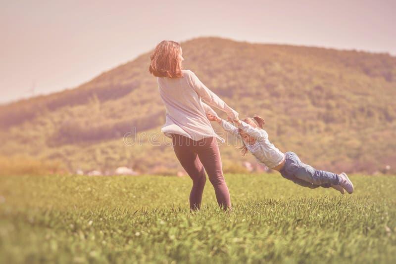Glückliches Familienkonzept stockbilder