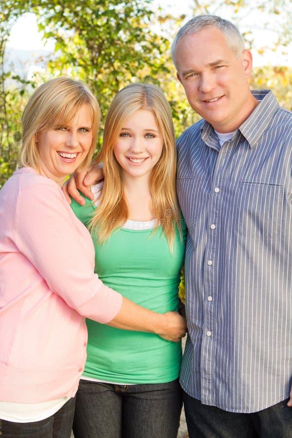 Glückliches Familienlächeln stockfoto