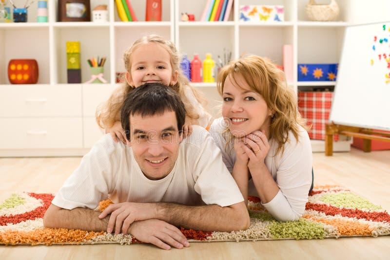 Glückliches Familienportrait lizenzfreie stockbilder