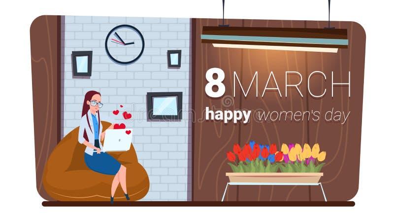 Glückliches Frauen-Tagesam 8. märz Konzept-Mädchen, das Laptop-Computer Mitteilung verwendet vektor abbildung