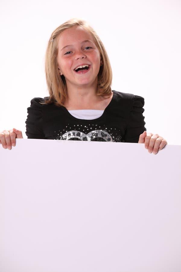 Download Glückliches Freundliches Jugendliches Mädchen, Das Ein Zeichen Anhält Stockbild - Bild von hintergrund, betrachten: 27727103