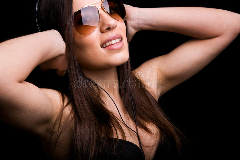 glückliches hörendes Mädchen eine Musik lizenzfreies stockbild
