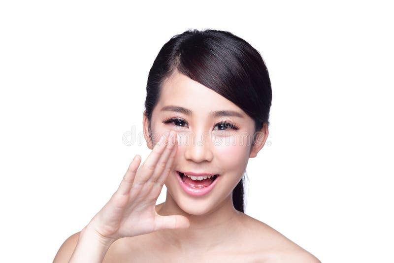Glückliches Hautpflegefrauengespräch zu Ihnen lizenzfreie stockfotos