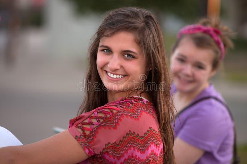 Glückliches jugendlich Mädchen lizenzfreies stockfoto