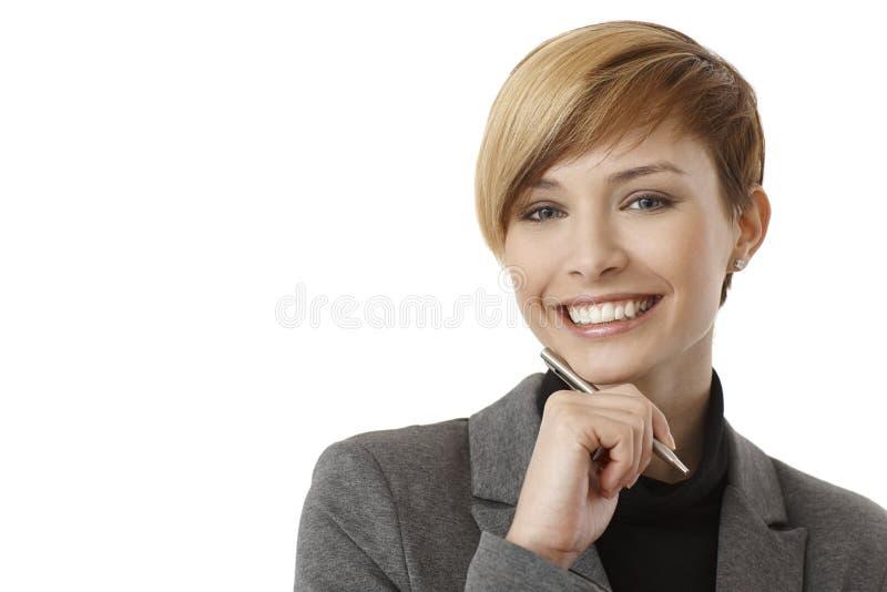 Glückliches junges Geschäftsfraudenken stockbilder
