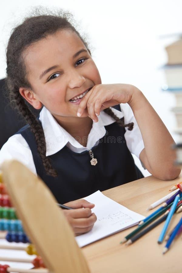 Glückliches junges Schule-Mädchen lizenzfreie stockfotos
