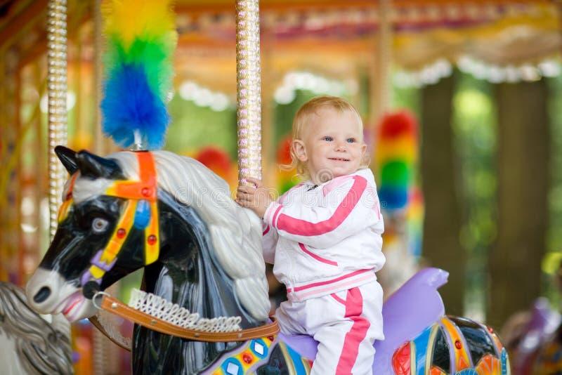 Download Glückliches Kind stockbild. Bild von kind, freude, kindheit - 9091587